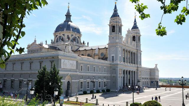 Chcą, by Watykan zablokował pochówek dyktatora w Madrycie