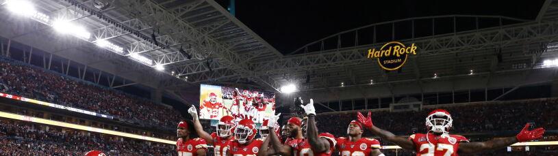 Piorunująca końcówka Super Bowl. Po 50 latach mistrzostwo jedzie do Kansas