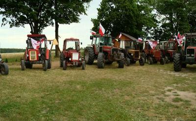 Kibice na traktorach. Wyjątkowa strefa w Wojnowcach