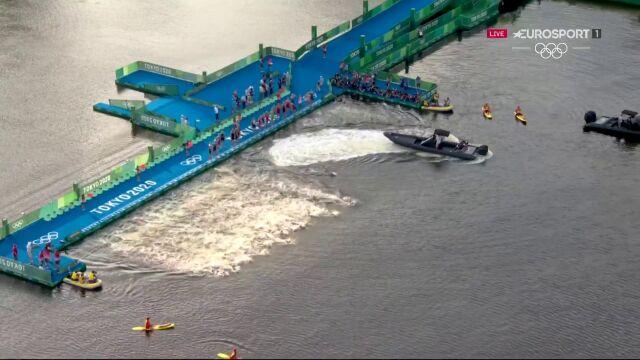 Tokio. Triathlon. Kuriozalne rozpoczęcie pierwszego etapu