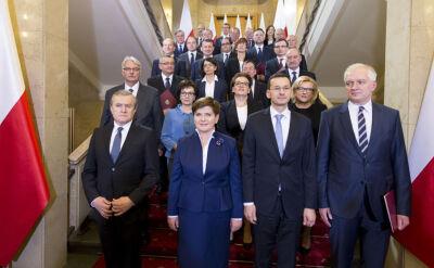 Którzy ministrowie oddali premie?