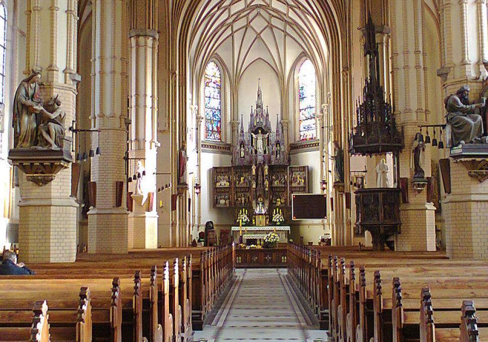 18-latek ukradł kościelną skarbonę i cenne relikwie. Do więzienia nie trafi, jeśli będzie się uczył zawodu