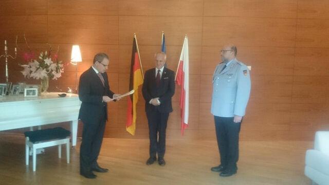 Niesiołowski dostał Krzyż Bundeswehry. Internauci pytają: czym się zasłużył?