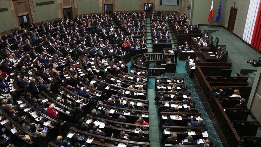 """Duży spadek poparcia dla PiS. Sondaż dla """"Faktów"""" TVN i TVN24"""