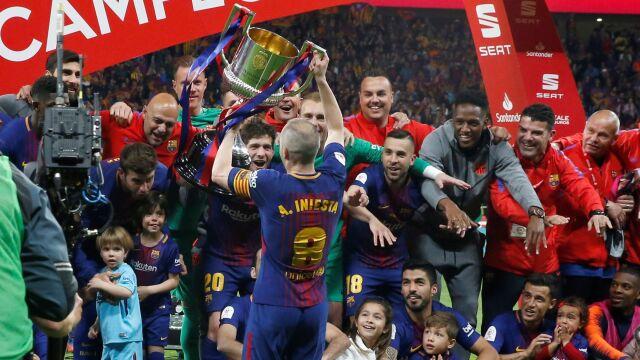 Piękne pożegnanie Iniesty, Barcelona gromi w finale