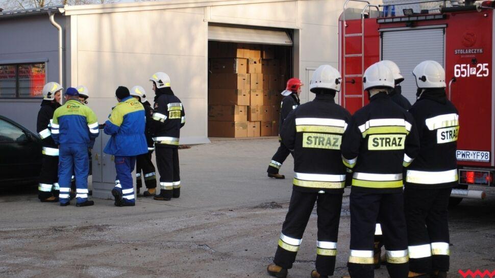 Zatrucie substancją chemiczną w zakładzie pracy. Jedna osoba nie żyje, 27 ewakuowano