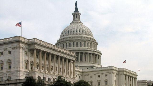 Senatorowie grożą sankcjami krajom, które przyjmą Snowdena