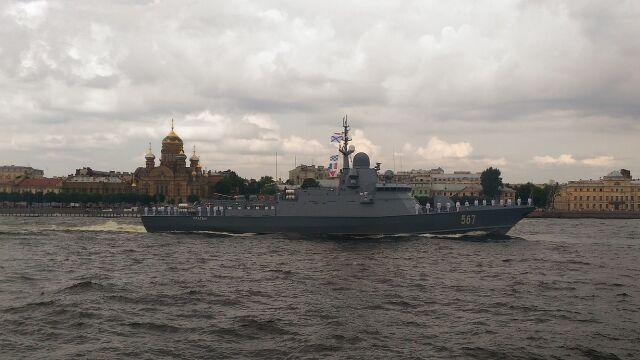 Mały okręt z potężnym uzbrojeniem. Prasa: Karakurt przyjęty do służby