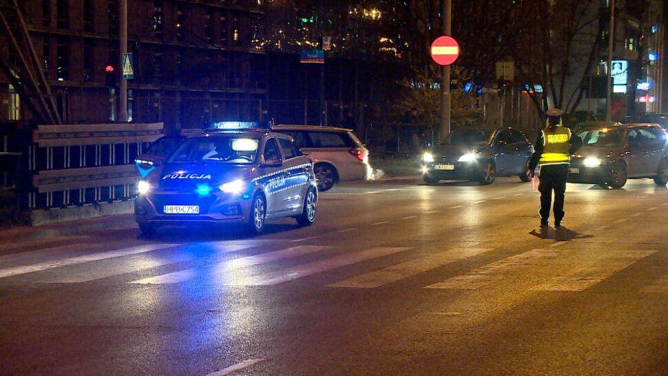 Policyjny radiowóz na przejściu dla pieszych potrącił kobietę