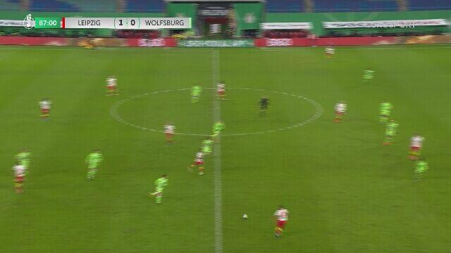 Puchar Niemiec. RB Lipsk - Wolfsburg 2:0. Gol Hee Chan Hwang