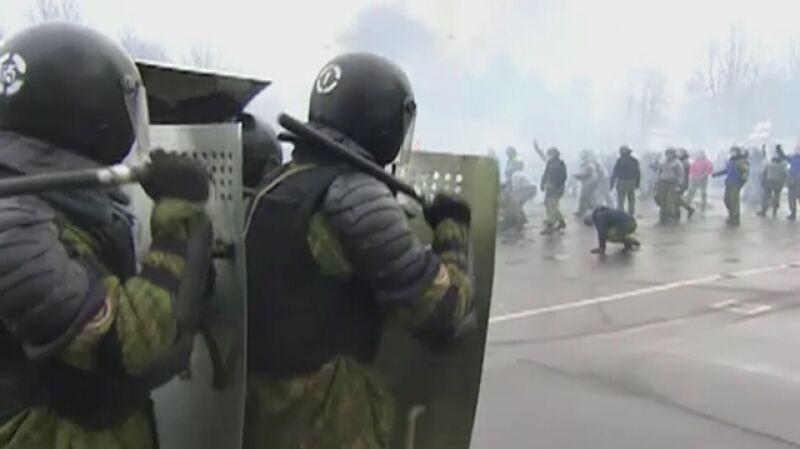 Łukaszenka obserwuje ćwiczenia oddziałów specjalnych MSW