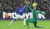 Łukasz Fabiański broni rzut karny w meczu z Leicester