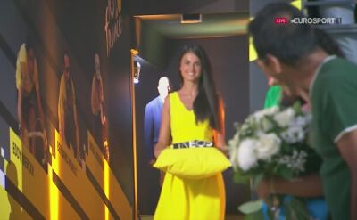 Egan Bernal odbiera żółtą koszulkę za triumf w Tour de France