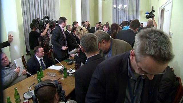 Ryszard Kalisz zamknął posiedzenie komisji. Posłowie protestowali