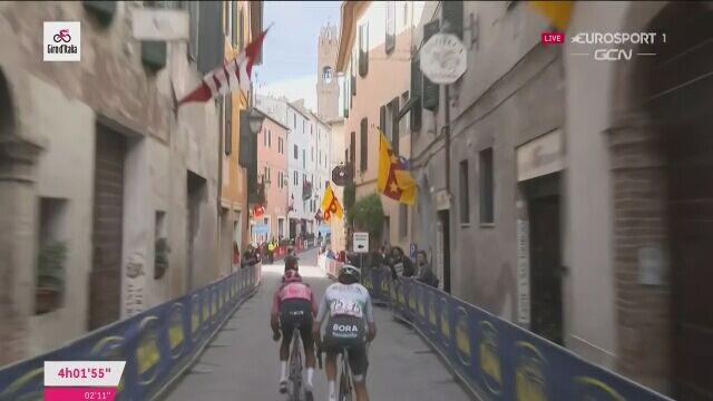 Egan Bernal powiększył przewagę na 11. etapie Giro d'Italia