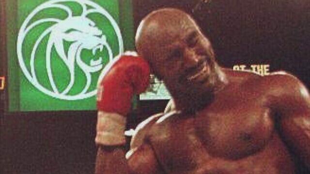 Tyson odgryzł Holyfieldowi kawałek ucha