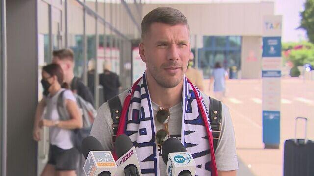 Lukas Podolski udzielił wywiadu na lotnisku
