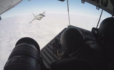 F-16 w towarzystwie MiG-29 goni samolot z fotografami
