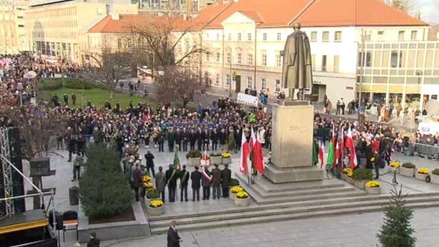 Prezydent Komorowski pod pomnikiem Witosa