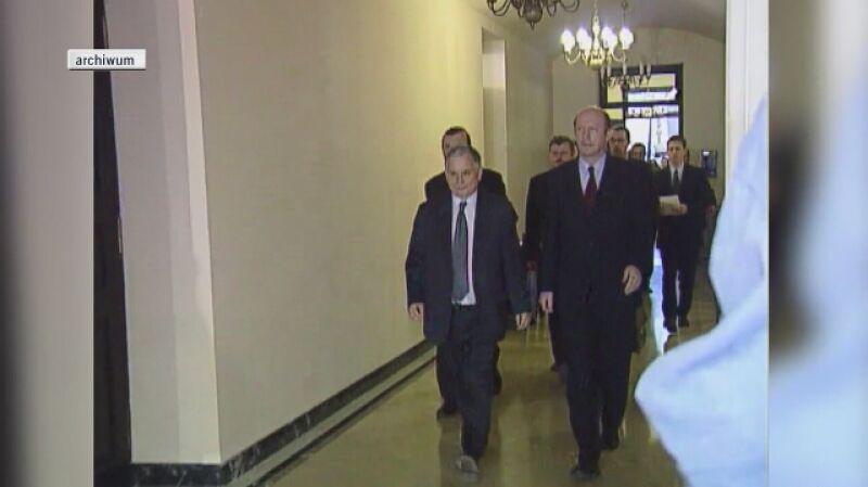 Powstanie samorządowej koalicji PO-PiS w 2002 roku odnotowały Fakty TVN