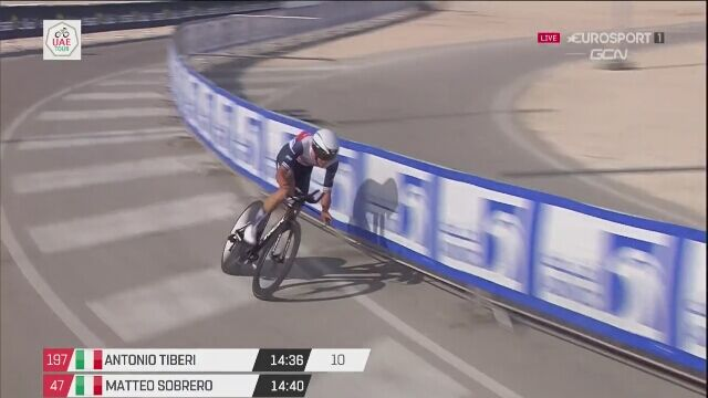 Kraksa Antonio Tiberiego na mecie 2. etapu UAE Tour