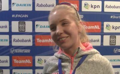 Kamila Stormowska świętuje trzecie miejsce w zawodach Pucharu Świata w short tracku