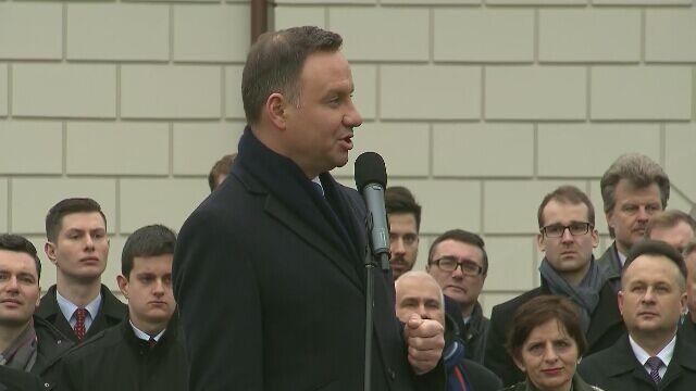 """""""Ojczyznę dojną racz nam wrócić, Panie"""". Ostatnie wystąpienia Dudy, Kaczyńskiego i Szydło"""