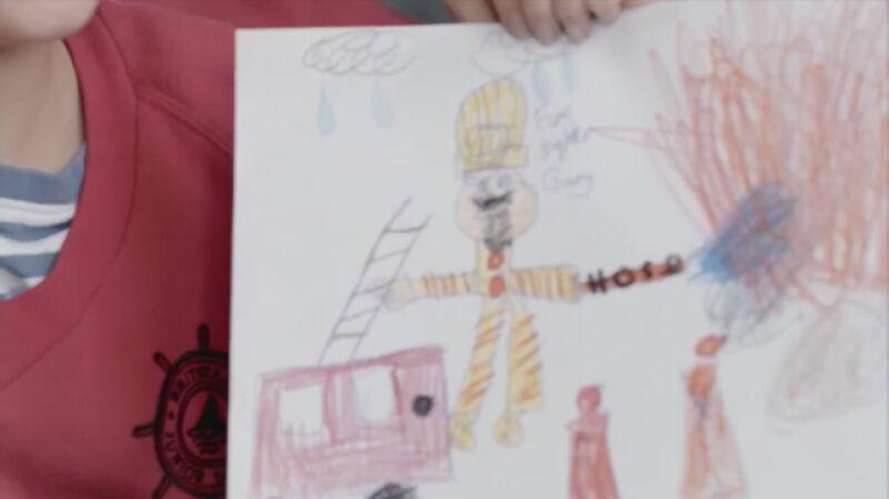Dzieci rysują strażaka, chirurga i pilota myśliwca