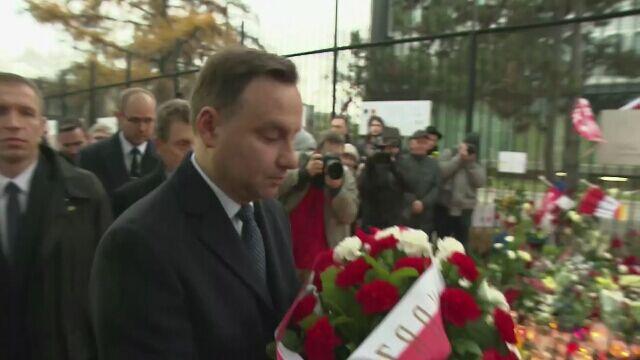 Prezydent Duda złożył wieniec przed ambasadą Francji
