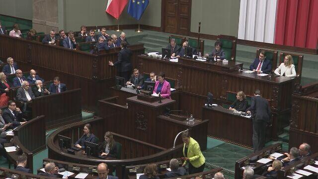 """""""Hańba"""" na sali sejmowej. Przed głosowaniem dotyczącym wyboru sędziów TK"""