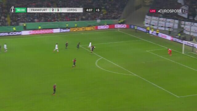 Filip Kostić ustalił wynik meczu na 3:1 dla Eintrachtu