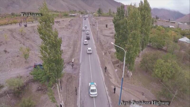 Emomali Rahmon testuje drogę na północy kraju