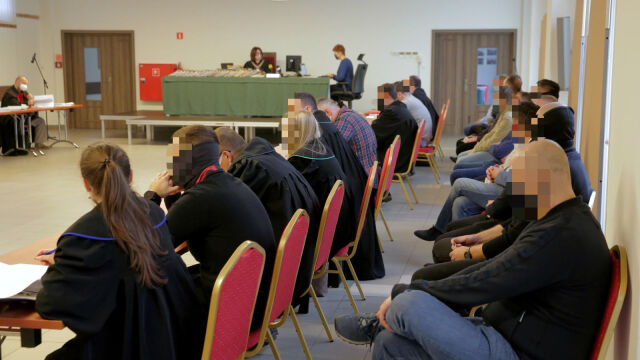 26.11.2020 | Tortury na komendzie w Olsztynie. Przed sądem stanęło 17 byłych i obecnych policjantów