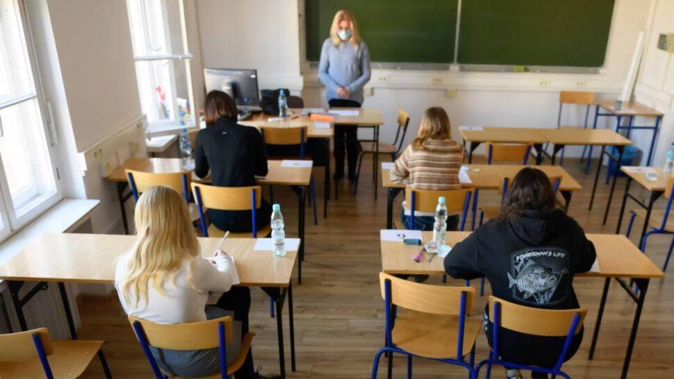"""""""Brakuje nam szkoły i rówieśników"""". Licealiści mogli się zobaczyć po raz pierwszy od miesięcy"""