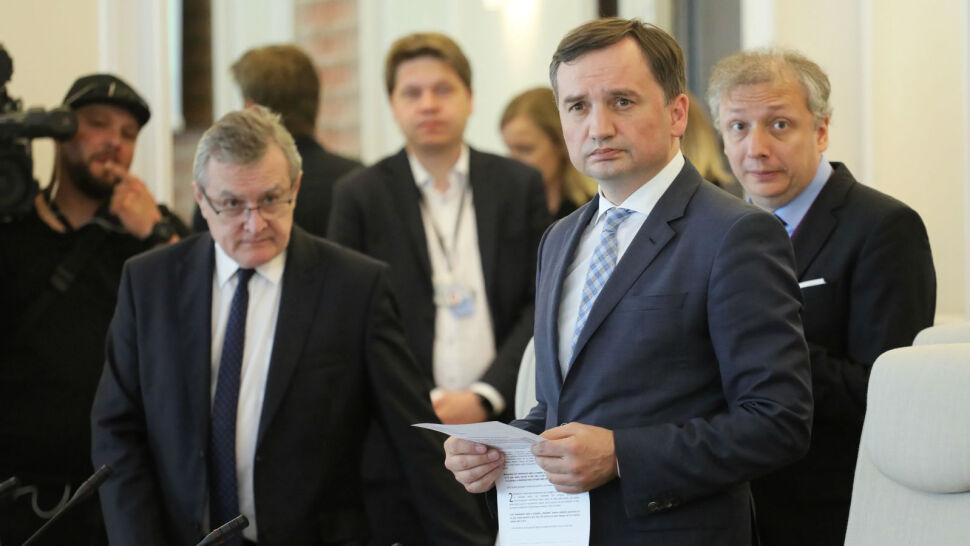 """Ziobro chciał pozwać prawników, ale Kaczyński go powstrzymał. """"Zadziałał błyskawicznie"""""""