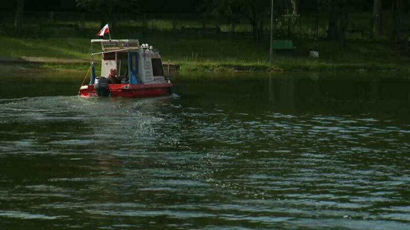 Świadkowie widzieli, jak znika pod wodą. Z Jeziora Głębokiego wyłowiono ciało 21-latka