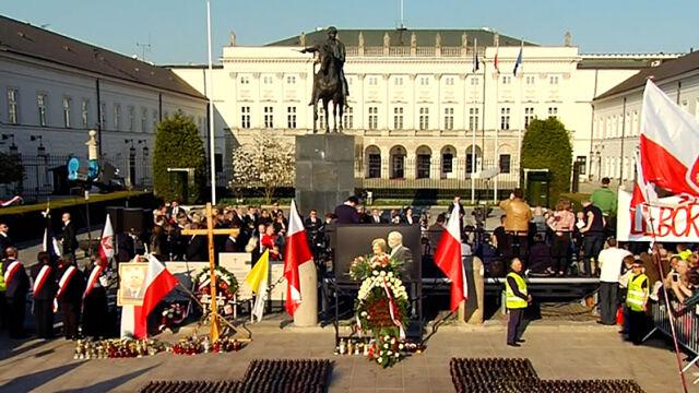 10.04.2017 | Oficjalne uroczystości i polityczne oskarżenia. 7. rocznica katastrofy smoleńskiej