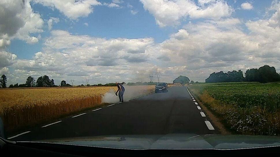 """Zatrzymał samochód i ruszył do gaszenia pożaru. """"Miałem plan"""""""