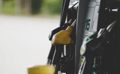 """""""To benzyna plus"""". Ustawa antysmogowa i obawy kierowców"""