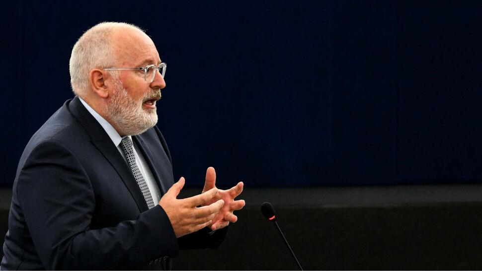 """""""Unia Europejska to nie karta dań"""". Morawiecki zaprasza Fransa Timmermansa"""