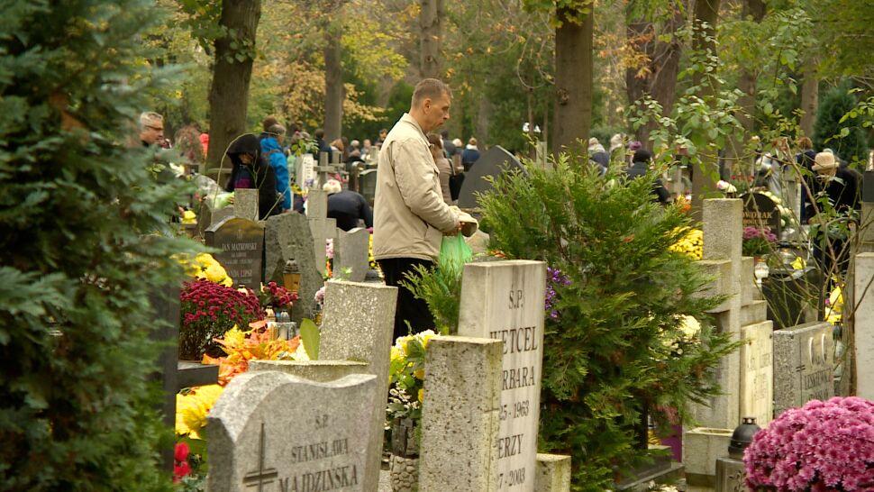 W miastach, na wsiach i w górach. 1 listopada to dzień zadumy i pamięci