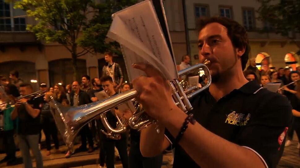 """W Warszawie """"Sen o Warszawie"""" na sześć orkiestr dętych"""