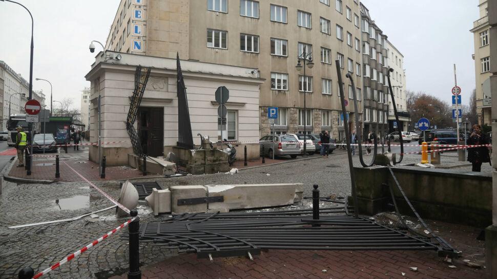 Cofał i nie zauważył. Brama wjazdowa do Kancelarii Prezydenta zniszczona