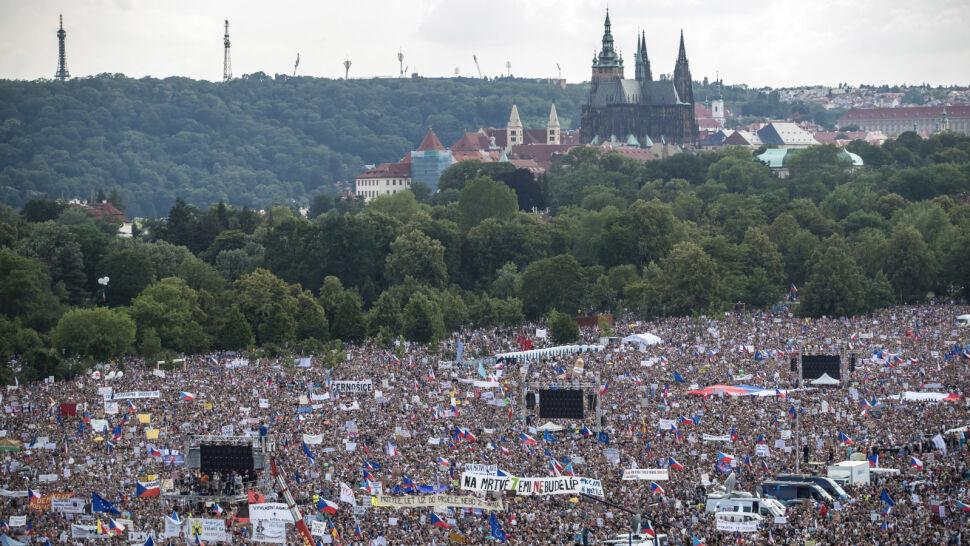 Największa demonstracja od czasu aksamitnej rewolucji. Premier: nie zrezygnuję