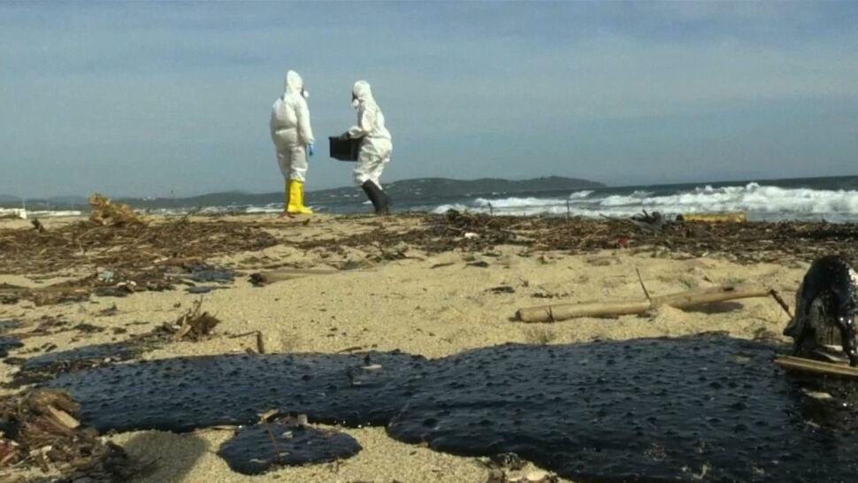 Zamknięte plaże i czarne plamy na piasku. Ropa na Lazurowym Wybrzeżu