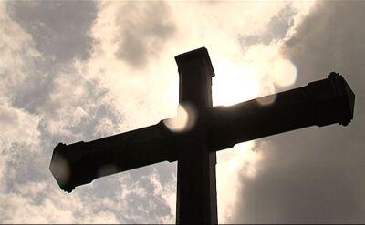 """Czy Kościół powinien płacić za przestępstwa księży? Sondaż dla """"Faktów"""" TVN i TVN24"""