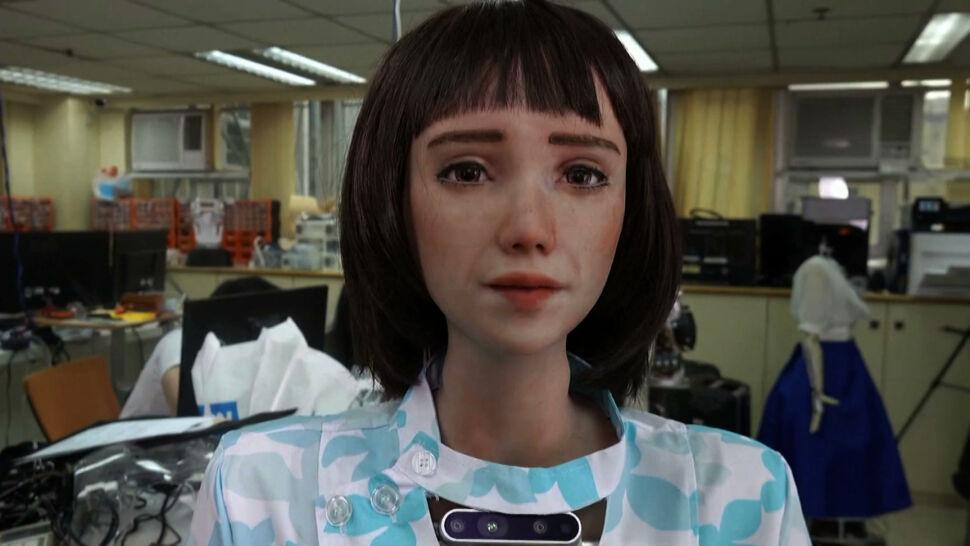 Grace jest robotem. Została stworzona jako opiekunka dla osób starszych i odizolowanych