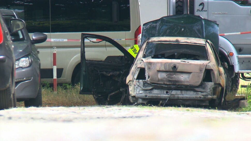 Świadkowie: 64-latek wszedł do kamienicy, zastrzelił kobietę, wyszedł, podpalił samochód