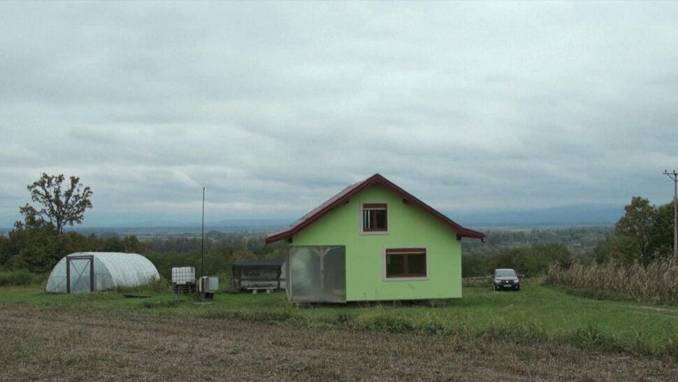 Czasem widok na pola, czasem na podwórko. 72-latek zbudował obrotowy dom