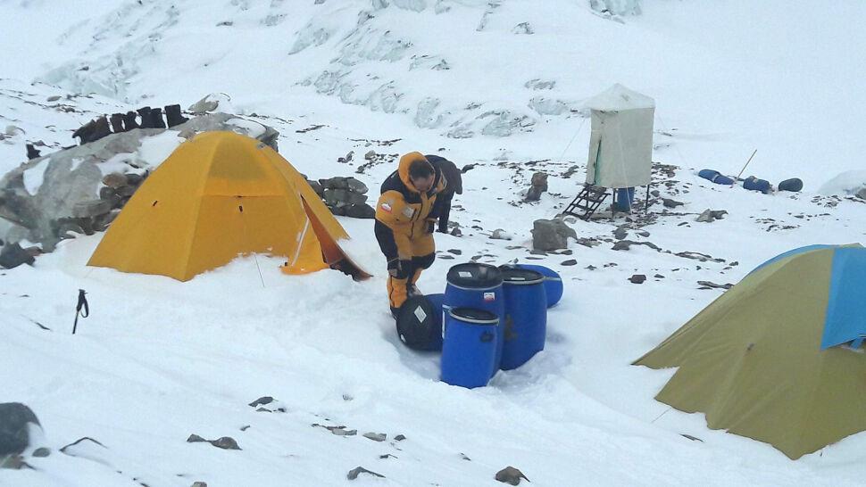 """""""Nie muszę przepraszać"""". Denis Urubko opuszcza wyprawę na K2"""